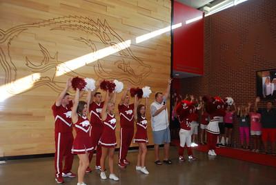 Coach Bret Bielema_Razorback cheerleaders_mascots1