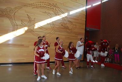 Coach Bret Bielema_Razorback cheerleaders_mascots10