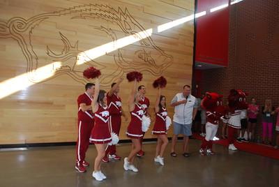 Coach Bret Bielema_Razorback cheerleaders_mascots9