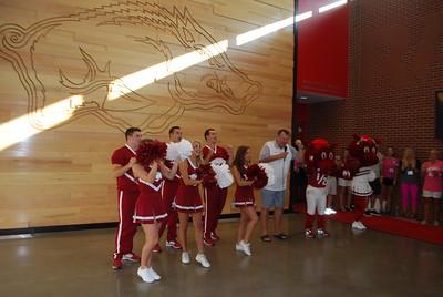 Coach Bret Bielema_Razorback cheerleaders_mascots5