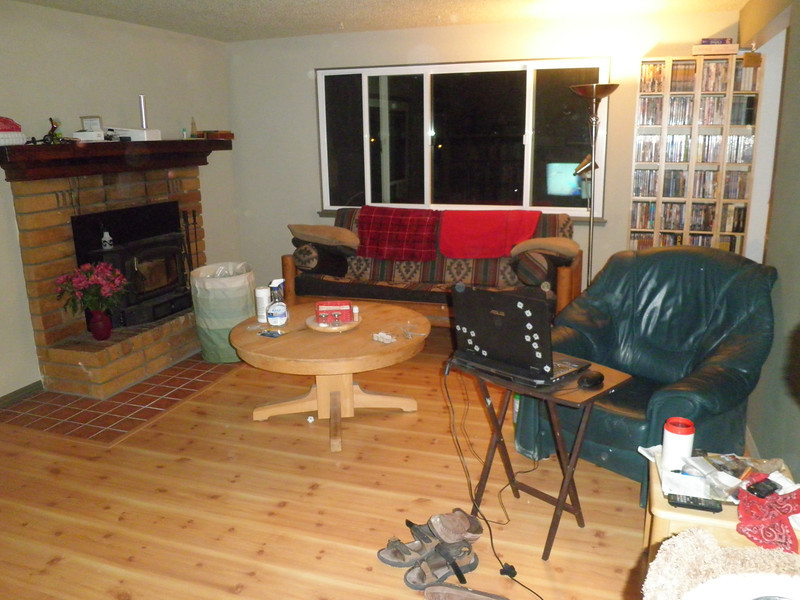 and it took the Sunday night game to get the DVDs back where they belonged and all the mess cleaned up in the rest of the house. Now everything is ready for Susan to see fr the 1st time as she gets home today (Monday 7 Oct.), right down to the fresh bouquet of flowers sitting on the fire place.