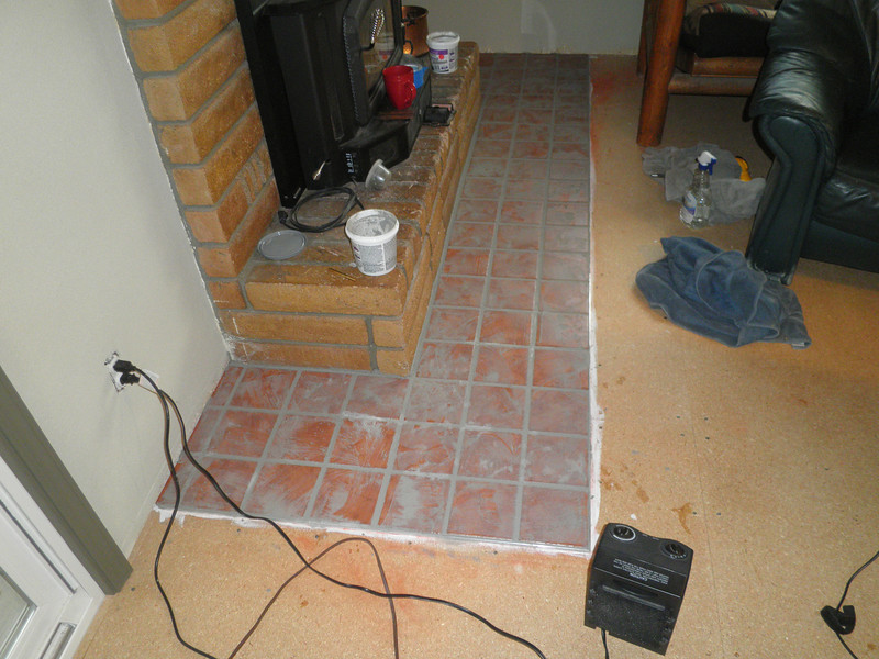 the next day I was able to grout between the tiles ...