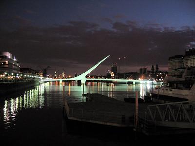 El puente de la mujer. Un regalo del govierno espanol para Argentina, El  arquitecto es catalan. Es un toque impresionante.   The woman's bridge. It was a present from the spanish goverment to Argentina. The arquitect is also espanish.