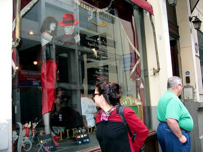 Ir de compras por Buenos Aires ( Bueno, bonito, varato y ...unico )  Shopping in Buenos Aires ( good, prity, cheap and unique )