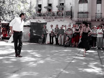 El INDIO en su tradicional vaile callejero de los Domingos. Inolvidable  His name EL INDIO, he has a show at the marker every Sunday. It makes for an unforgateble experience.