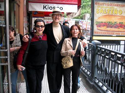 Sara, Roswell, and Isabel en Calle CORRIENTES, principio de una gran semana ( Begining of a great week)