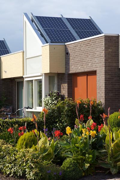 Zelhem photovoltaic panels garden ©RLLord 300709