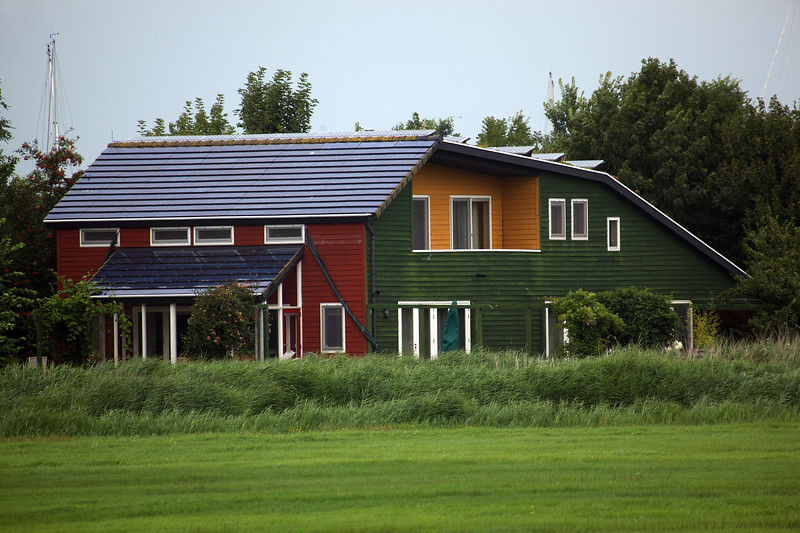Energy efficient Stavoren home with photovoltaic panels