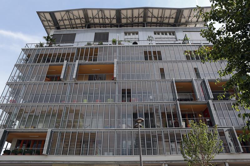 Lyon ecocity apartment building 060814 ©RLLord 6236 jp smg