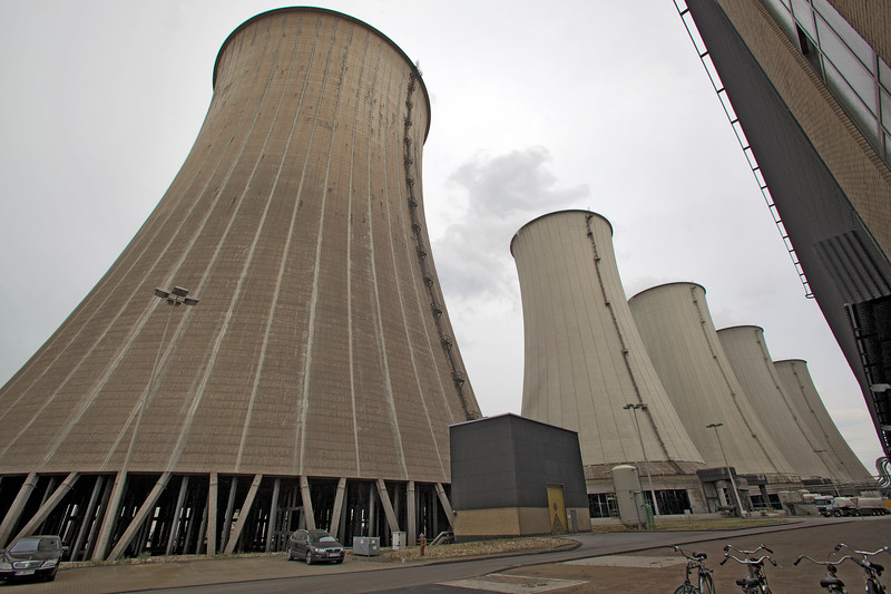 Scholven coal-fired power station cooling towers 100811 ©RLLord 2494 smg