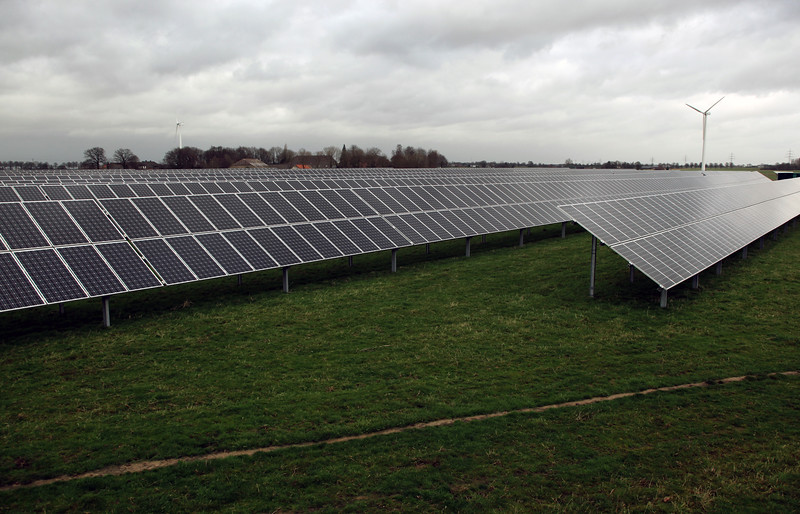 Germany near Goch field of photovoltaic panels 050112 ©RLLord 0050 smg