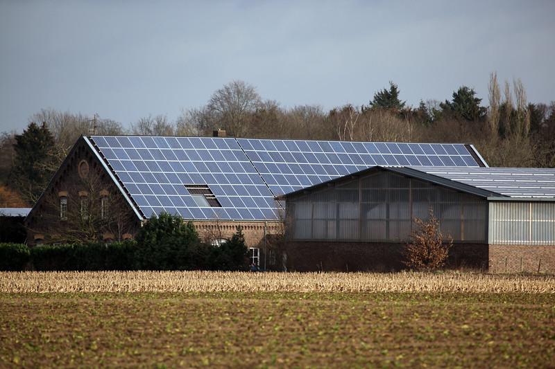 Germany near Goch photovoltaic panels farmhouse 040112 ©RLLord 9652 smg