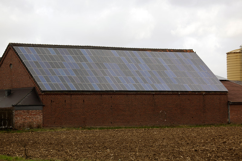 farm building photovoltaic panels near Goch Germany 040112 ©RLLord 9694 smg