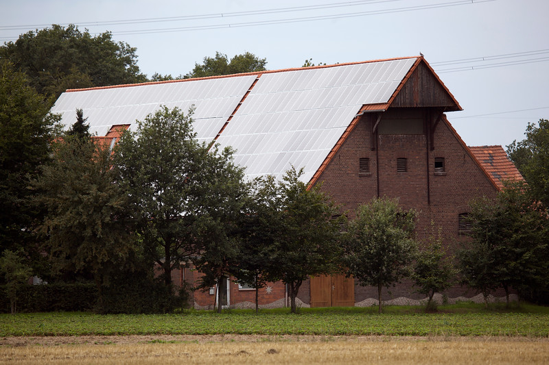 German farm building photovoltaic panels 110811 ©RLLord 2539 smg