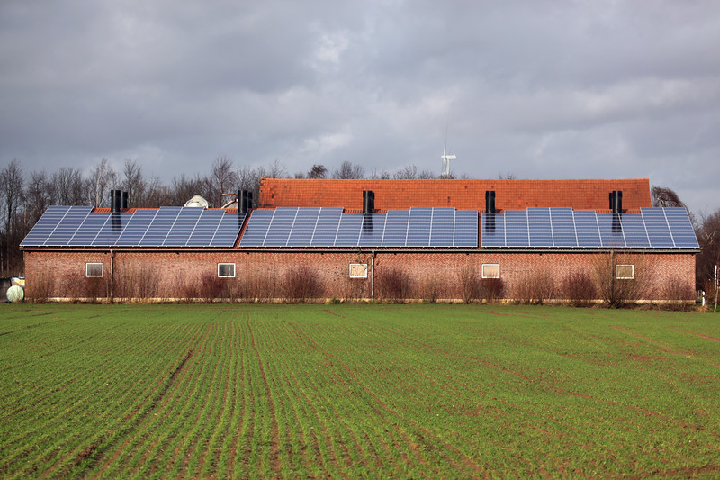 Germany near Goch farm building photovoltaic panels 040112 ©RLLord 9658 smg