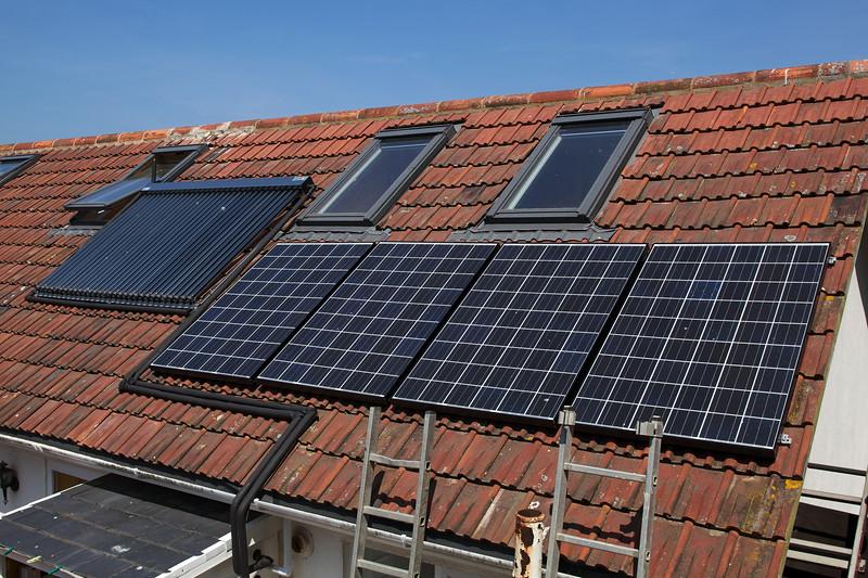 solar hot water evacuated tubes & photovoltaic panels Gavin Lanoe 210510 ©RLLord 9519 smg