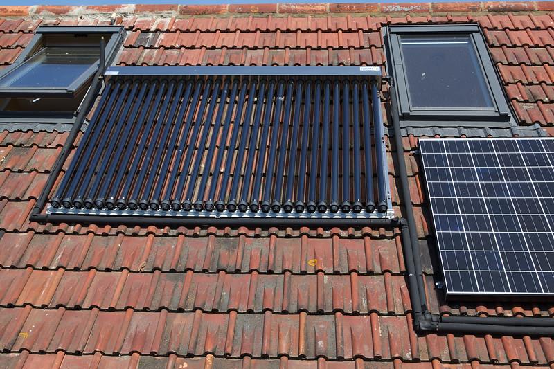 Navitron solar hot water evacuated tubes Guernsey 210510 ©RLLord 9522 smg