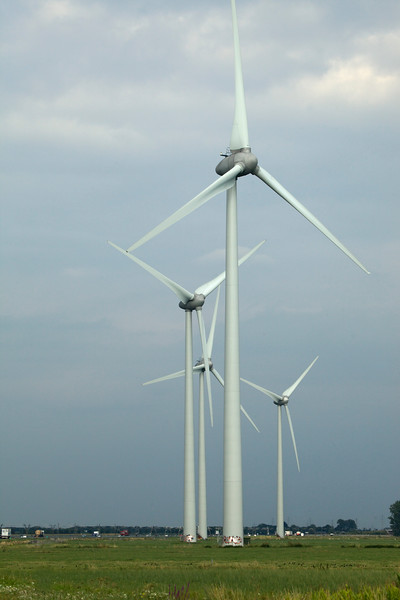 four wind turbines by motorway Netherlands 090813 ©RLLord 9742 v smg