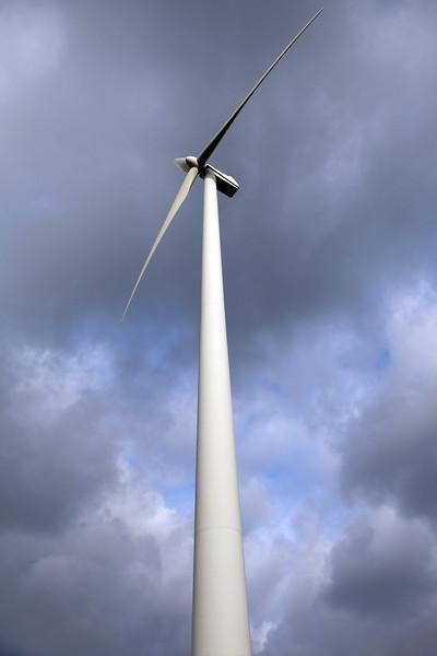 wind turbine column near Goch Germany 040112 ©RLLord 9645 smg