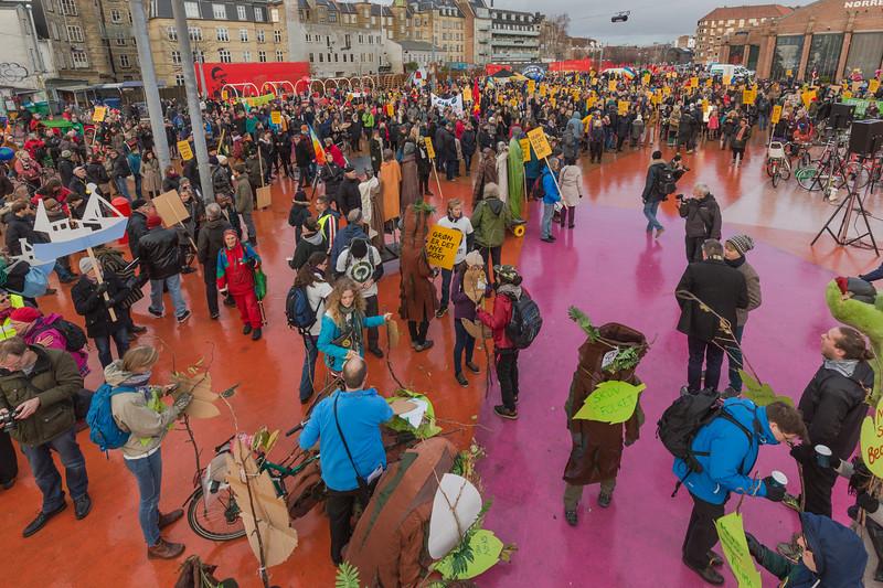 Gron er de nye sort green is the new black Copenhagen climate march 291115 ©RLLord 7983 smg