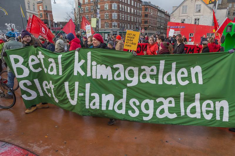 Copenhagen climate march Betal klimagæld slet u-landsgæld Pay climate debt delete foreign debt 291115 ©RLLord 8035 smg