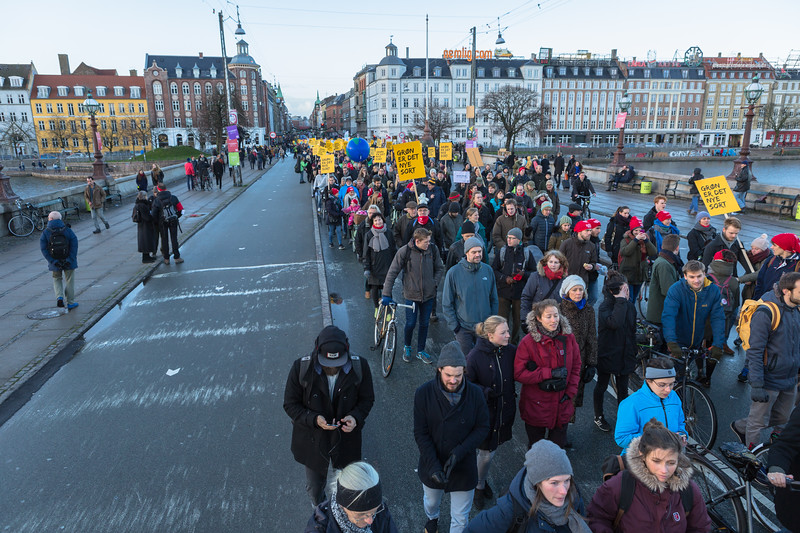 Copenhagen climate march on Dronning Louises Bro 291115 ©RLLord 8167 smg