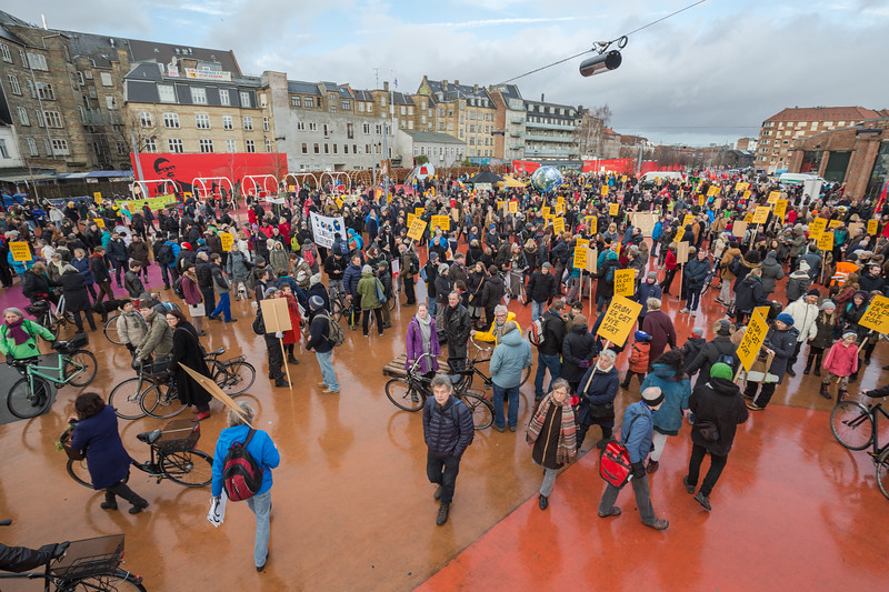 Copenhagen climate march crowds gather at red square Rød firkant Superkilen 291115 ©RLLord 7985