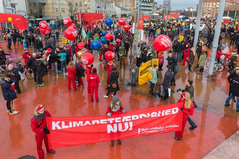 klimaretfaerdighed Nu Copenhagen climate march 291115 ©RLLord 7976 smg
