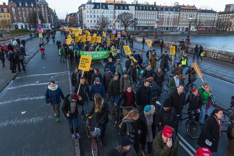 Copenhagen climate march on Dronning Louises Bro 291115 ©RLLord 8169 smg