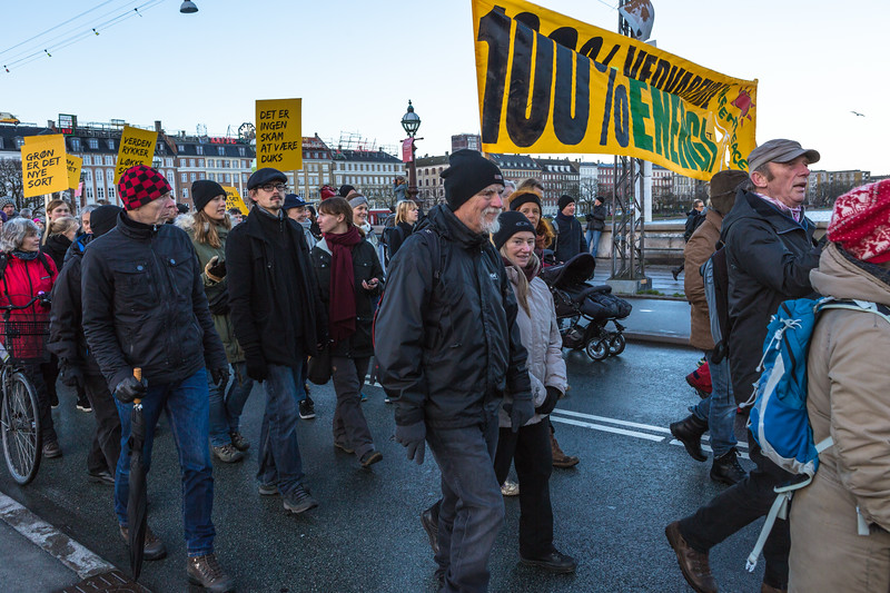 Copenhagen climate march on Dronning Louises Bro 291115 ©RLLord 8176 smg