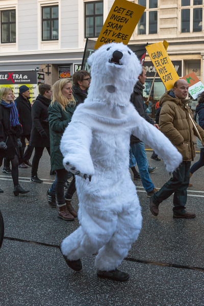 Copenhagen climate march polar bear v 291115 ©RLLord 8200 smg