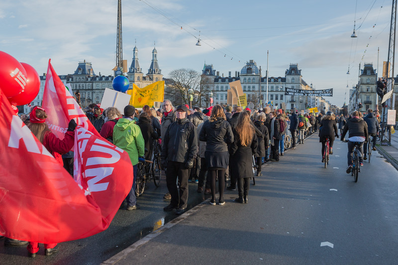 Copenhagen climate march on Dronning Louises Bro 291115 ©RLLord 8159 smg