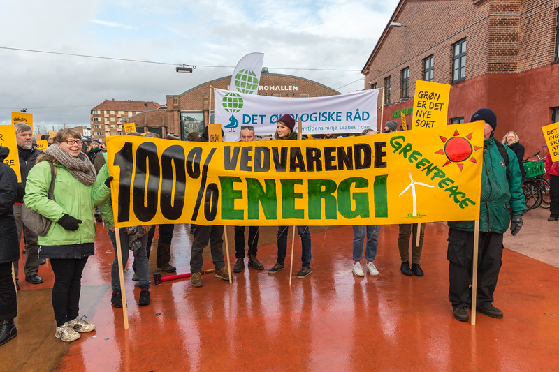 Greenpeace 100% Renewable Energy banner at Climate march