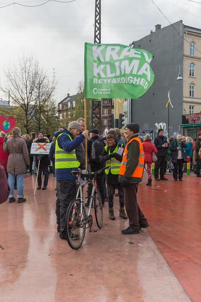 klimaretfaerdighed Nu FOTE Copenhagen climate march v  291115 ©RLLord 7978 smg