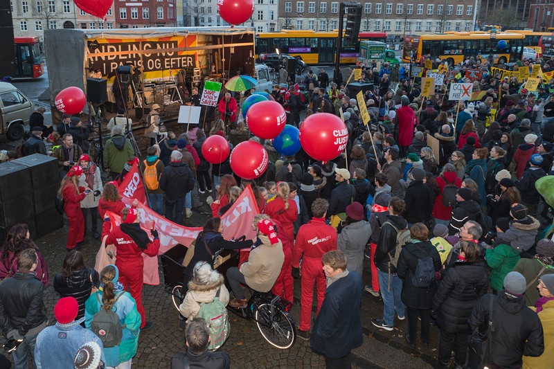 Copenhagen climate march stage outside Christiansborg palace  291115 ©RLLord 8289 smg