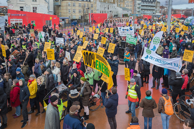 Copenhagen climate march begins Rød firkant red square Superkilen 291115 ©RLLord 7997 smg