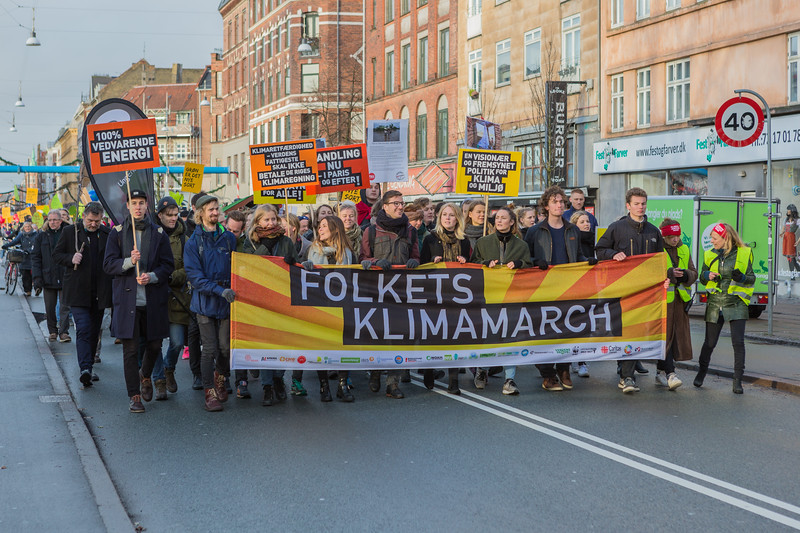 Copenhagen climate march Folkets klimamarch banner 291115 ©RLLord 8048 smg