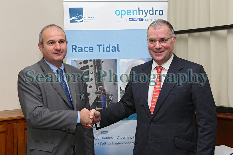 Race Tidal agreement Thierry Kalanquin DCNS Nick Horler ARE Chebourg 090414 ©RLLord 0402 smg