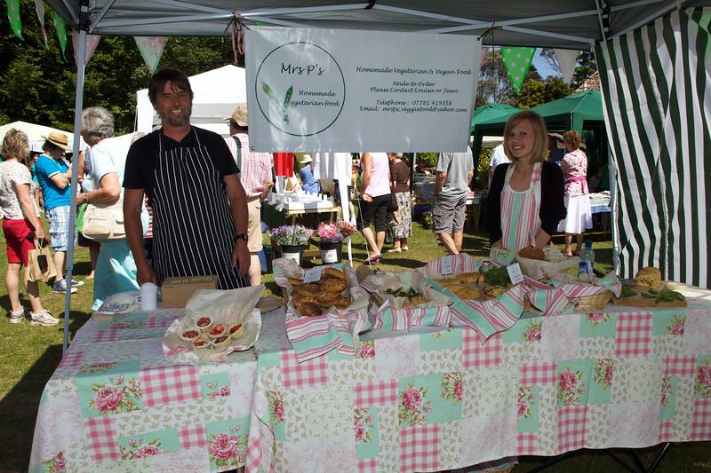 Mrs P's food Sausmarez Manor farmers' market 260610 ©RLLord 137 smg