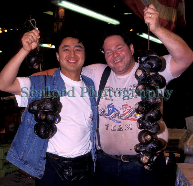 Danny Feig with Trinidadian land snails 18 0892 smg