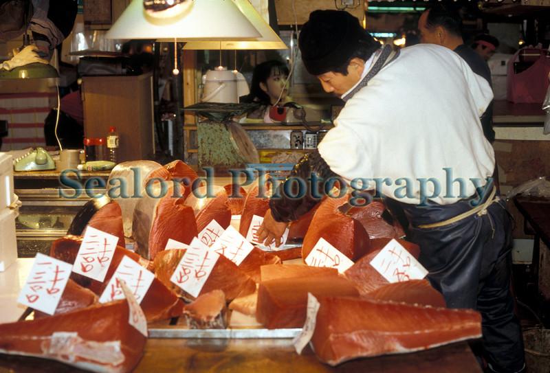 Tsukiji tuna middleman 1288 12 smg