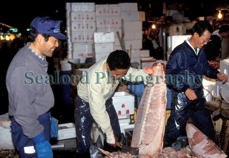 Tsukiji shaving frozen tuna 1288 29 smg