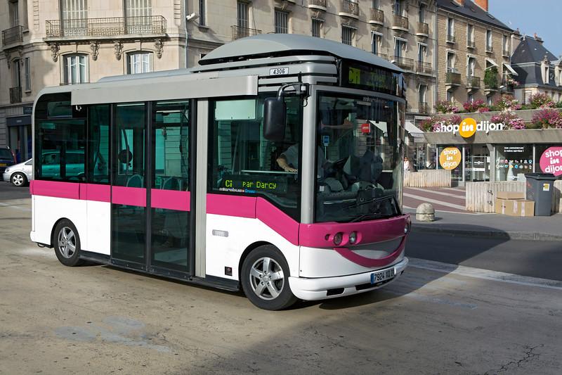 Divia Microbus shuttle bus Gruau Dijon 020813 ©RLLord 8452 smg