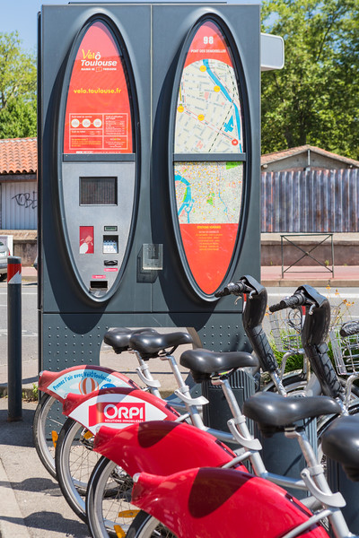 Velo Toulouse Pont des Demoiselles bicycle rental station 240716 ©RLLord 5935 smg