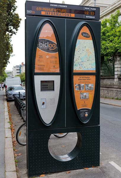 Nantes Metropole Bicloo bicycle hire station 210716 ©RLLord  smg