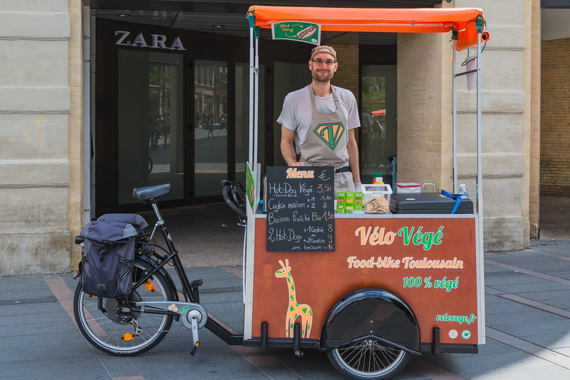 Velo Vege cargo bike street food vendor Toulouse 230716 ©RLLord 5719 smg