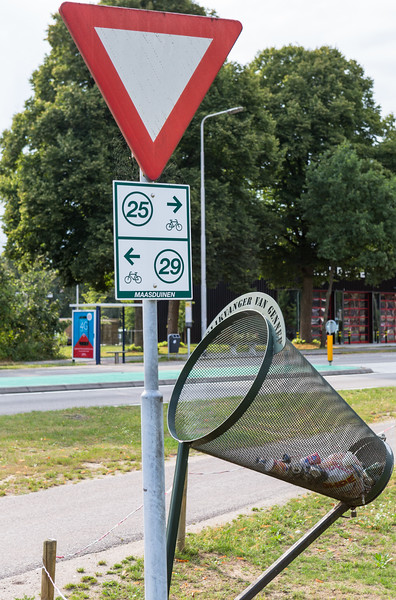 bicycle bin for cyclists Gennep Netherlands 100814 ©RLLord  smg