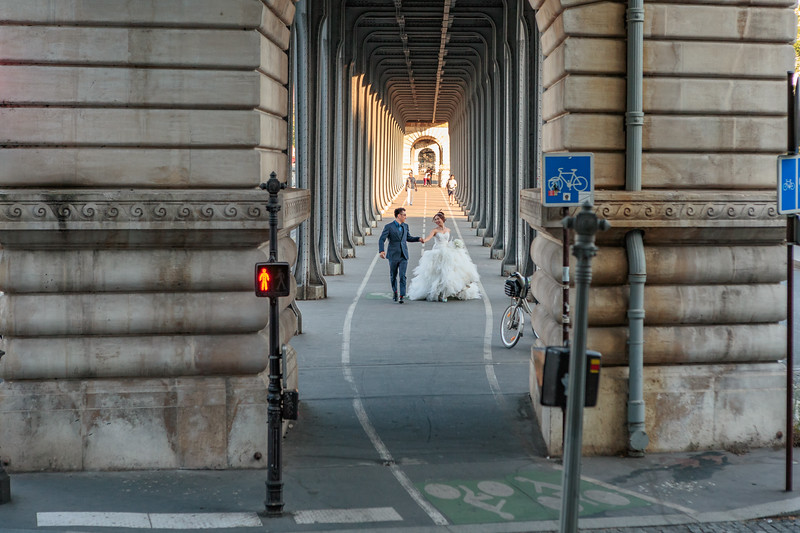 Cycle path on the lower level of the Pont de Bir-Hakeim in Paris, France