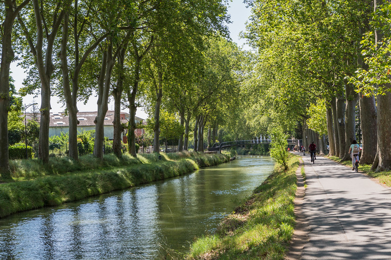 Cycle path alongside the Canal du Midi in Toulouse, France