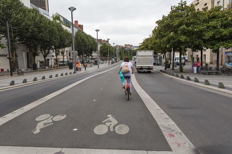 Nantes Metropole bicloo bike on a segregated bicycle lane